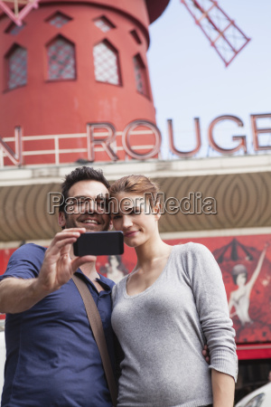 france paris couple photographing themselves