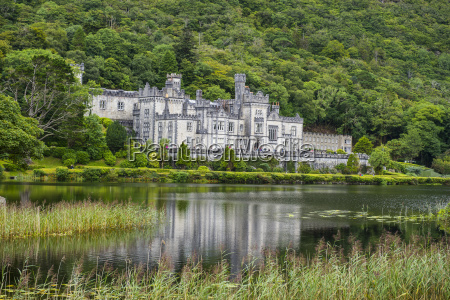 kylemore abbey on the pollacapall lough