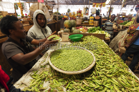 peas in the fresh produce market