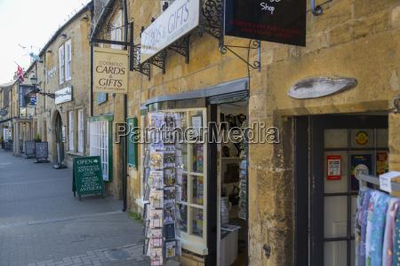 high street antique and souvenir shops