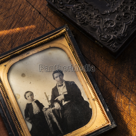 studio, shot, of, old, fashioned, photograph - 24016164
